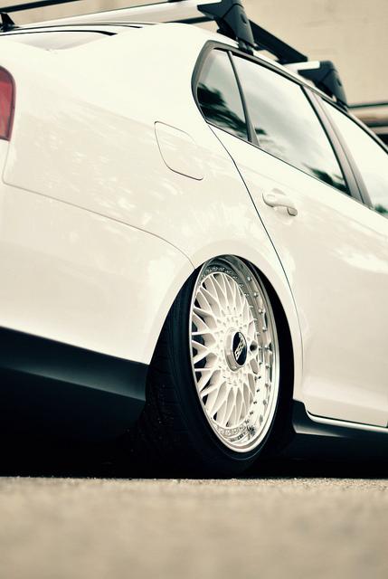 White Volkswagen Jetta MK5 on White BBS Super RS | BBS RS Zone