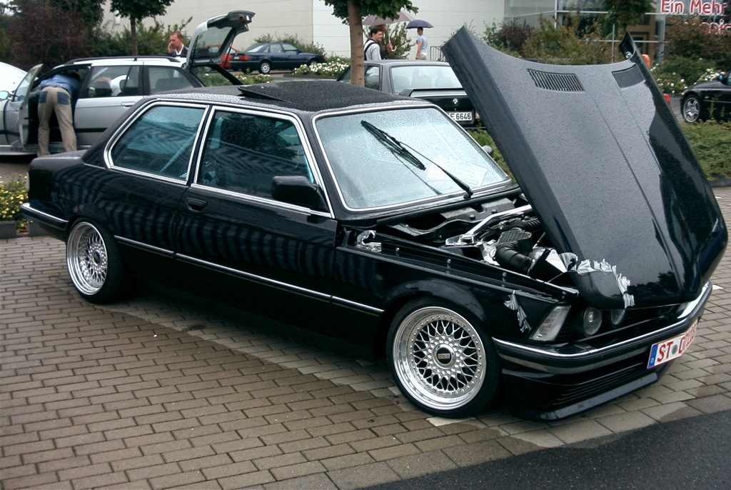 Black BMW 320i E21 on BBS RS