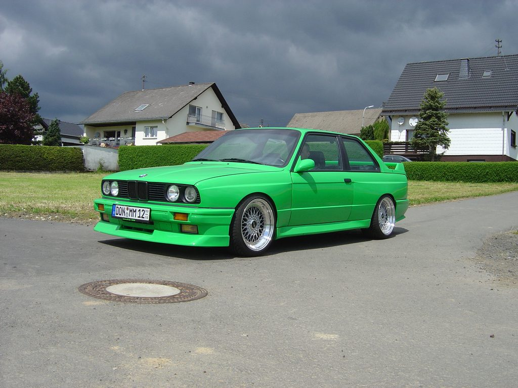 "Green BMW E30 M3 on 17"" Staggered BBS RS"